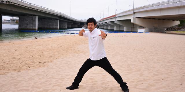 沖縄から、次世代のヒーローを作る。琉神マブヤー・スーツアクター翁長大輔インタビュー