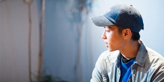 沖縄が生んだ20歳の映画監督・仲村颯悟が語る、新作『人魚に会える日。』と沖縄のこと。
