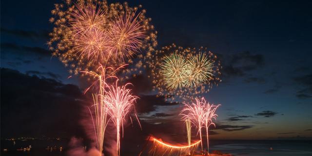 夏を満喫する、沖縄のオススメ花火大会7選