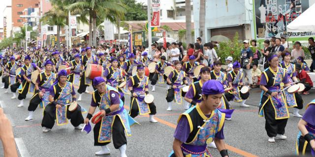 宮沢和史に訊く、沖縄・夏の風物詩エイサーの楽しみ方